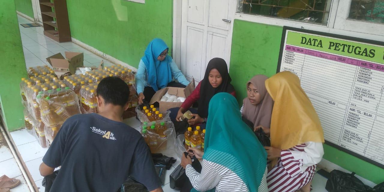 Pelajar NU Desa Surodadi Batang, Bagikan Sembako ke Warga Sekitar