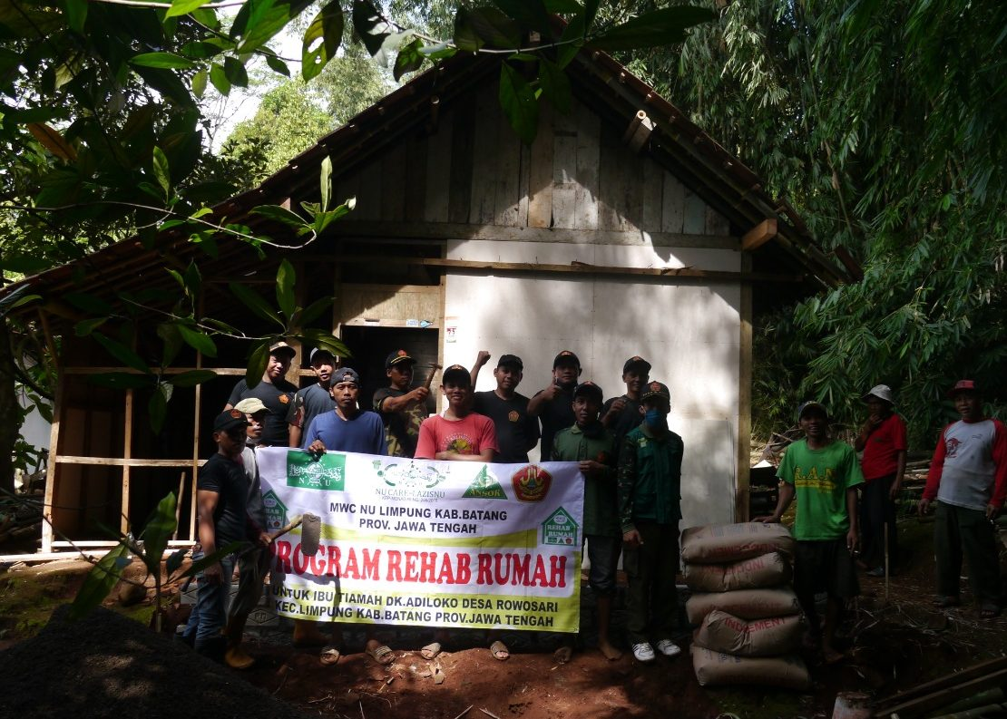 Peduli Masyarakat, NU Care Lazisnu dan PAC GP Ansor  Merehab Rumah Warga Kurang Mampu
