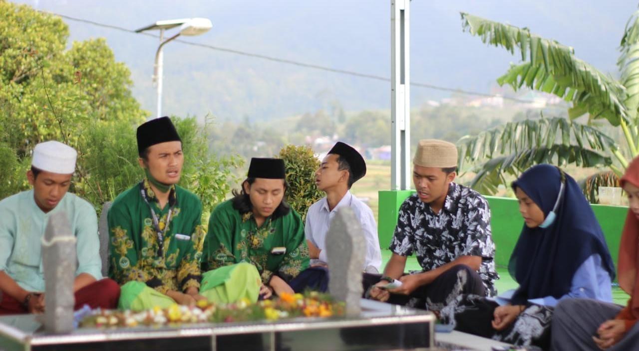 Sambut Ramadhan, Pelajar NU Candigugur Adakan Ziarah Makam Sesepuh