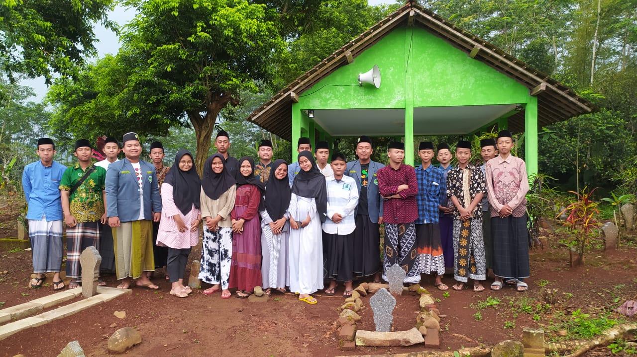 Membuka Sejarah Lama, PR IPNU & IPPNU Babadan Adakan Ziarah Sesepuh Desa