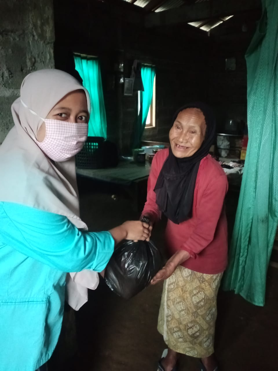 LULUS 100%: Siswa SMK Al-Sya'iriyah Limpung Lakukan Bakti Sosial