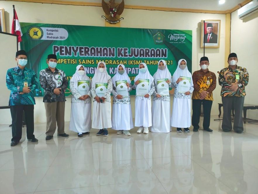MA NU 01 Banyuputih Terima Penghargaan Juara Kompetisi Sains Madrasah dari Kementrian Agama Batang
