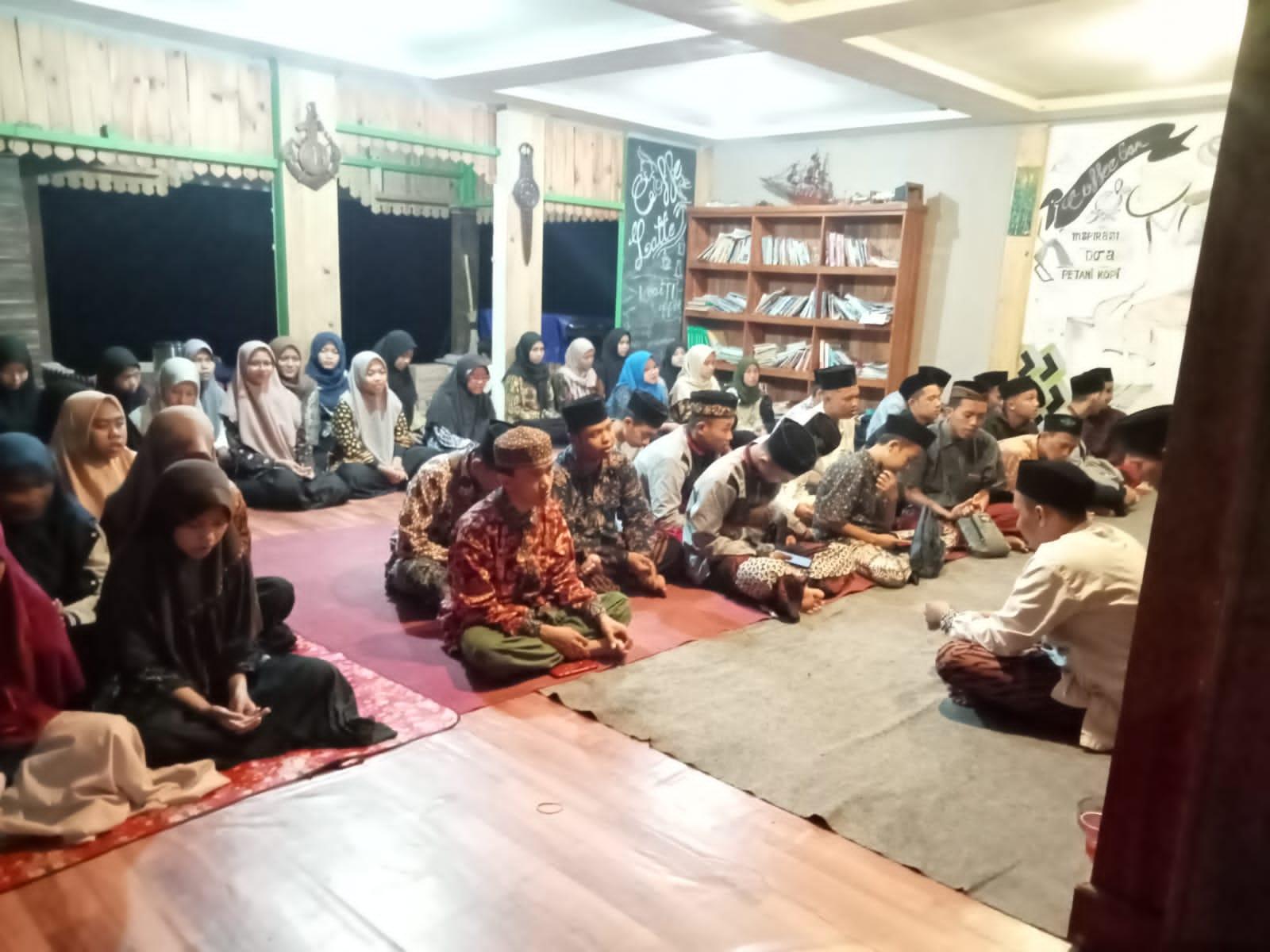 Bangun Solidaritas, Rapat Kerja Pelajar NU Menguneng Diiringi dengan Makrab dan Ziarah Kubur